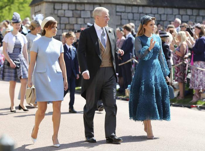 Hoàng tử Harry và Meghan Markle hôn nhau trước nhà nguyện St George - Ảnh 12.