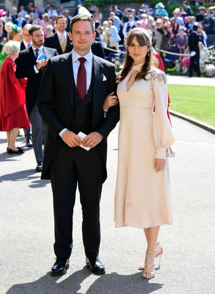 Hoàng tử Harry và Meghan Markle hôn nhau trước nhà nguyện St George - Ảnh 10.