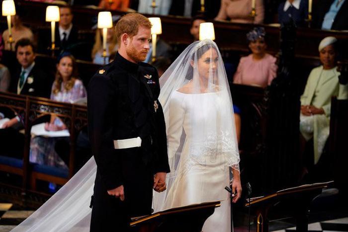 Những bức ảnh cảm động của đôi uyên ương hoàng gia trong thánh lễ - Ảnh 4.