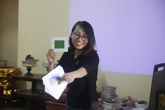 Cô gái giảng dạy tiếng Anh miễn phí ở chùa - Ảnh 6.