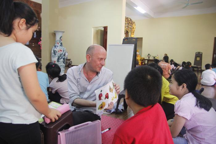 Cô gái giảng dạy tiếng Anh miễn phí ở chùa - Ảnh 5.