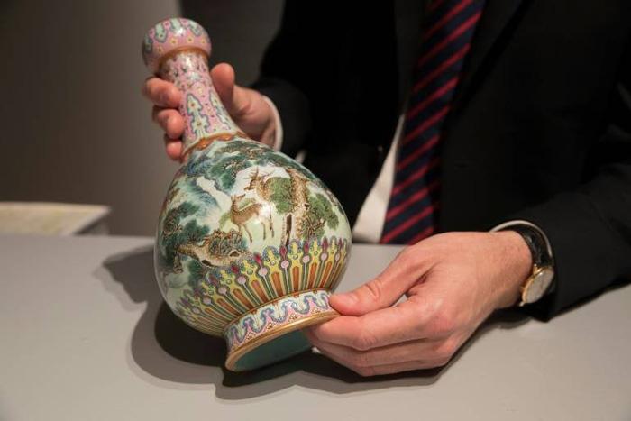 Báu vật Trung Hoa nửa triệu đô lăn lóc trên gác xép ở Pháp - Ảnh 1.