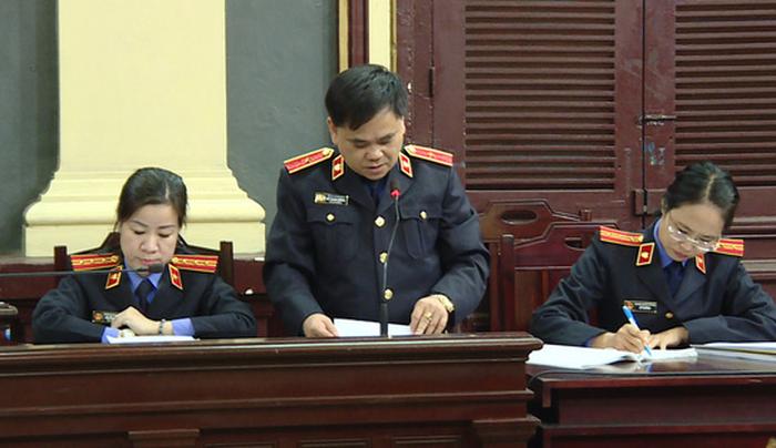 Viện kiểm sát bác yêu cầu đổi hội đồng xét xử vụ án bà Phấn - Ảnh 1.