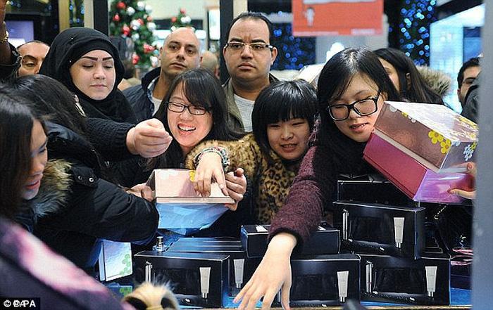 Khó tin: Trung Quốc xếp loại hạnh kiểm người dân bằng điểm số - Ảnh 2.