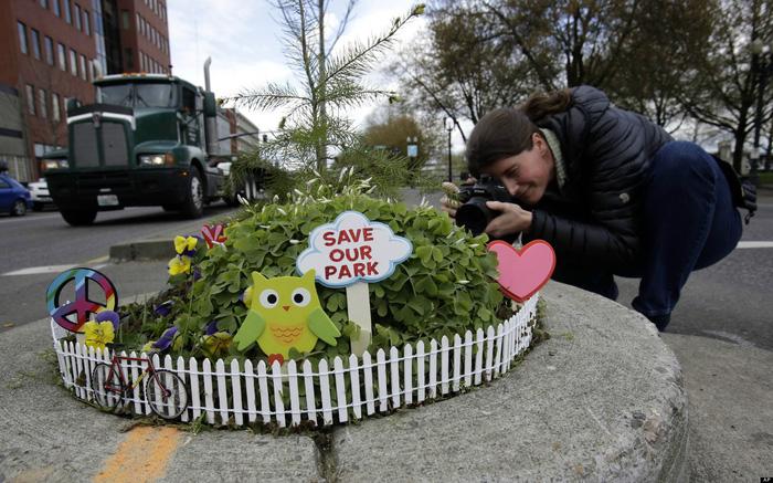 Công viên nhỏ nhất thế giới bé bằng một chậu hoa - Ảnh 5.