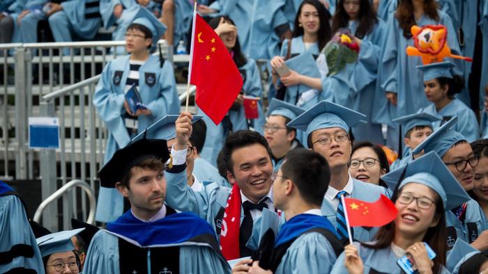 Nghị sĩ Mỹ: Du học sinh là vũ khí Bắc Kinh dùng đánh cắp và lừa lọc Mỹ - Ảnh 1.