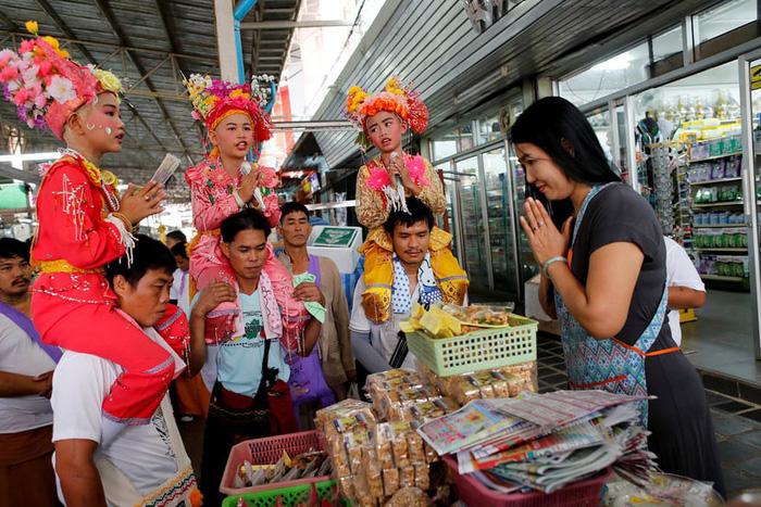Nghi lễ 'Quy y cửa Phật' của những cậu bé xinh như hoa ở Thái Lan - Ảnh 9.