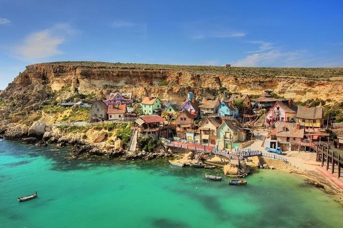 Kỳ bí ngôi làng của thủy thủ Popeye ở Malta - Ảnh 1.
