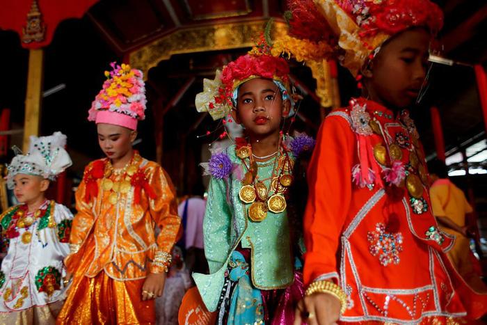 Nghi lễ 'Quy y cửa Phật' của những cậu bé xinh như hoa ở Thái Lan - Ảnh 5.