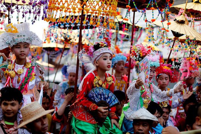 Nghi lễ 'Quy y cửa Phật' của những cậu bé xinh như hoa ở Thái Lan - Ảnh 6.