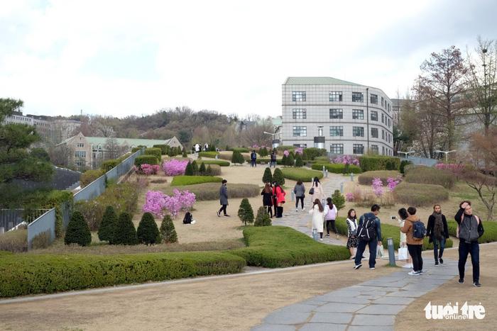 Ngắm nhan sắc Đại học nữ lớn nhất thế giới - Ảnh 4.