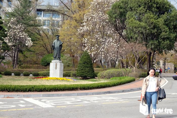 Ngắm nhan sắc Đại học nữ lớn nhất thế giới - Ảnh 5.