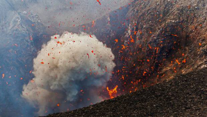 7 điều cần nhớ để bảo toàn tính mạng khi xem núi lửa - Ảnh 1.