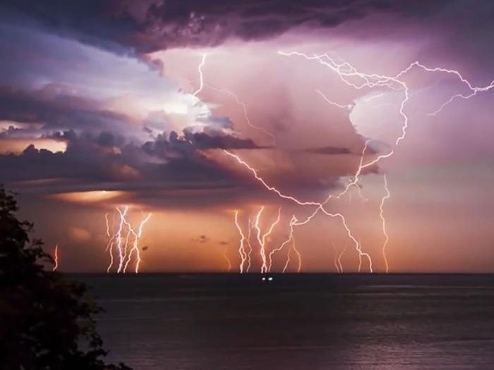Nơi nào nhiều mưa, sét, bão nhất thế giới? - Ảnh 3.