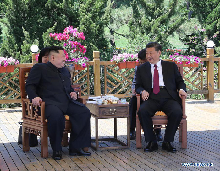 Ông Kim vừa rời Trung Quốc, ông Trump điện cho 'ông bạn Tập' - Ảnh 1.