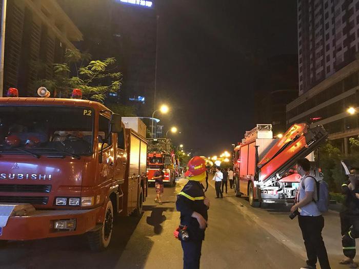 Cháy cao ốc 25 tầng đang hoàn thiện ở Hà Nội - Ảnh 3.