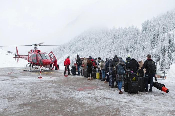 13.000 du khách mắc kẹt do bão tuyết trên dãy Alps - Ảnh 6.