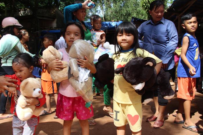 Ngày 1-6 ý nghĩa của 80 trẻ ở bãi rác trên đảo Phú Quốc - Ảnh 2.