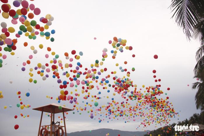 Bóng ước mơ của hơn 600 em nhỏ khuyết tật được thả lên trời - Ảnh 6.