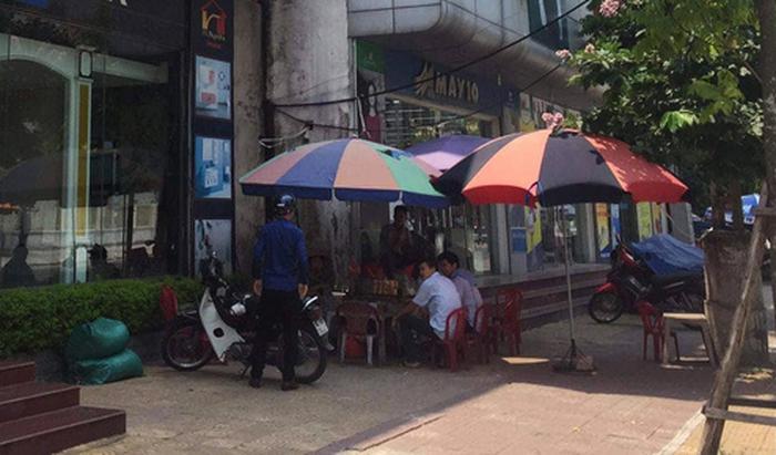Điều tra vụ phóng viên tố bị đánh khi xác minh áo mưa giá 1 triệu đồng - Ảnh 2.
