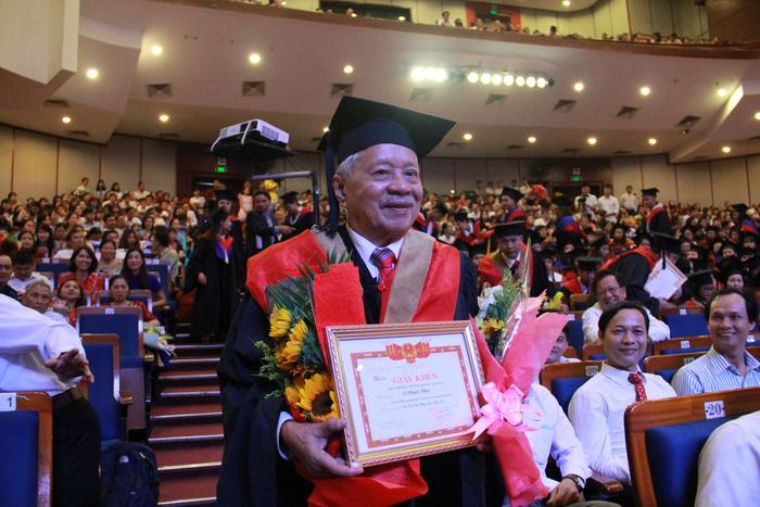 Cụ Lê Phước Thiệt hoàn thành giấc mơ thạc sĩ ở tuổi 85 - Ảnh 4.