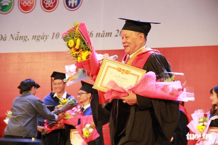 Cụ Lê Phước Thiệt hoàn thành giấc mơ thạc sĩ ở tuổi 85 - Ảnh 2.
