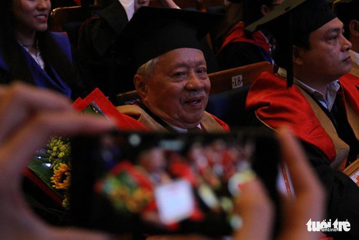 Cụ Lê Phước Thiệt hoàn thành giấc mơ thạc sĩ ở tuổi 85 - Ảnh 5.