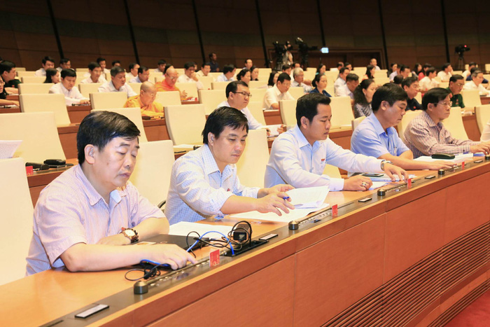 Quốc hội lùi Luật đặc khu, kêu gọi người dân bình tĩnh - Ảnh 2.