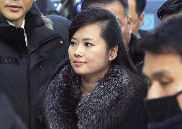 Ông Kim Jong Un đưa đến 4 phụ nữ cùng dự hội đàm thượng đỉnh - Ảnh 3.