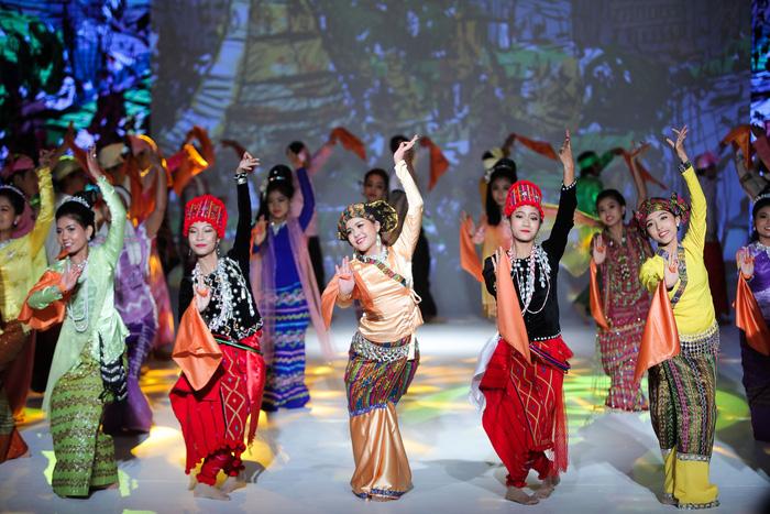 Tương lai Mytel từ câu chuyện của một vũ công xinh đẹp người Myanmar - Ảnh 1.