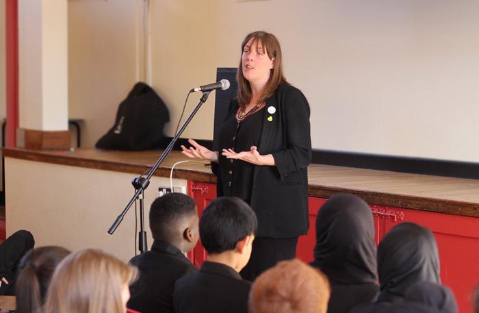 Nữ nghị sĩ Anh kêu gọi ban hành luật mới vì bị dọa hiếp 600 lần 1 đêm - Ảnh 2.