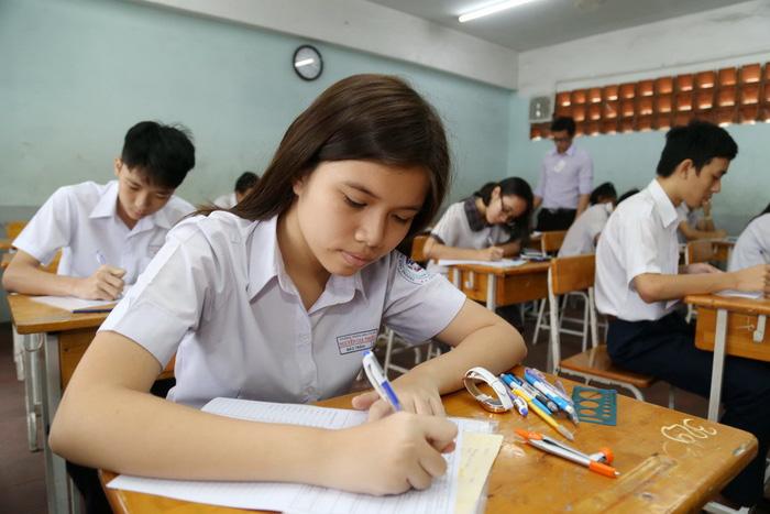 Tuyển sinh lớp 10 TP.HCM: phổ điểm năm nay cao hơn năm trước - Ảnh 1.