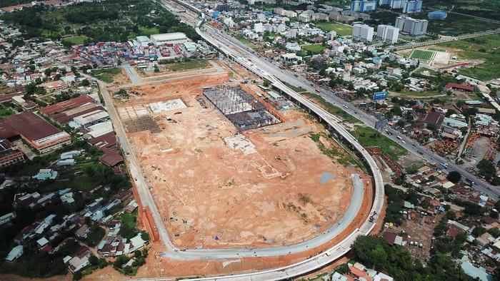 Bến xe Miền Đông mới xây mãi không xong - Ảnh 1.