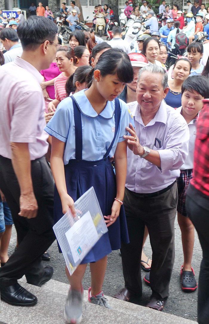 Hơn 4.000 học sinh thi vào lớp 6 Trường Trần Đại Nghĩa - Ảnh 3.