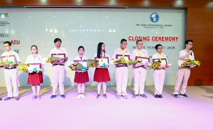 Nam sinh giành 'cú đúp' huy chương vàng kỳ thi Olympic TP.HCM - Ảnh 1.