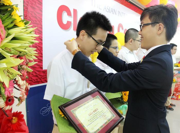 Nam sinh giành 'cú đúp' huy chương vàng kỳ thi Olympic TP.HCM - Ảnh 2.