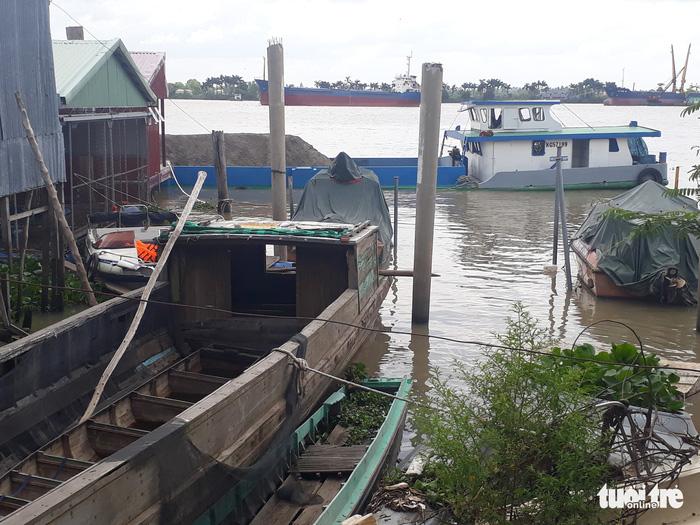 Hàng trăm người tìm kiếm đại úy công an mất tích trên sông Hậu - Ảnh 2.