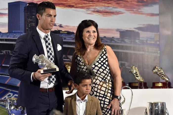 Suýt nữa siêu sao Ronaldo không thể ra đời bởi mẹ anh muốn phá thai - Ảnh 7.