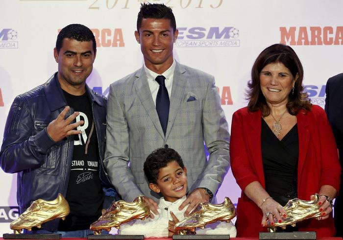 Suýt nữa siêu sao Ronaldo không thể ra đời bởi mẹ anh muốn phá thai - Ảnh 10.
