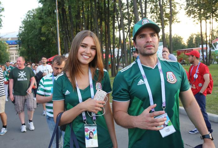 Cầu thủ Mexico ghi bàn, các bóng hồng Mexico ghi điểm - Ảnh 4.