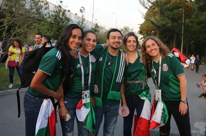 Cầu thủ Mexico ghi bàn, các bóng hồng Mexico ghi điểm - Ảnh 9.
