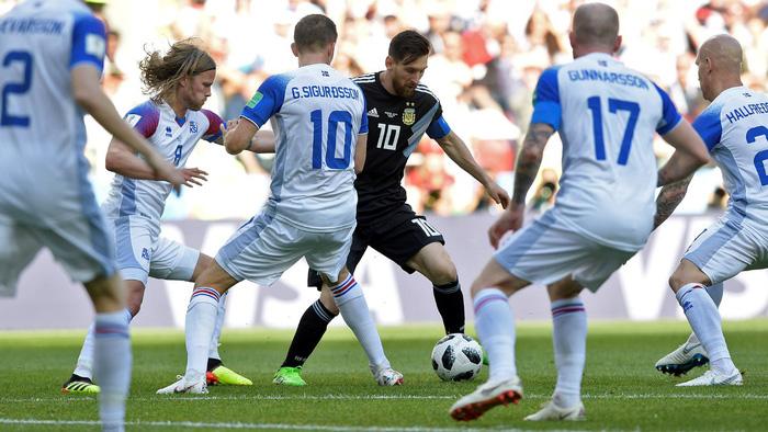 Du khách Trung Quốc bị từ chối vào sân World Cup vì mua phải vé giả - Ảnh 4.