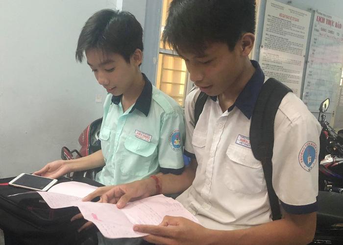 Thí sinh thi tuyển sinh lớp 10 cười tươi sau giờ thi ngoại ngữ - Ảnh 4.
