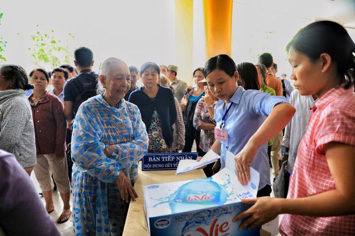 Hàng trăm cử tri Thủ Thiêm dự tiếp xúc với Bí thư Nguyễn Thiện Nhân - Ảnh 7.