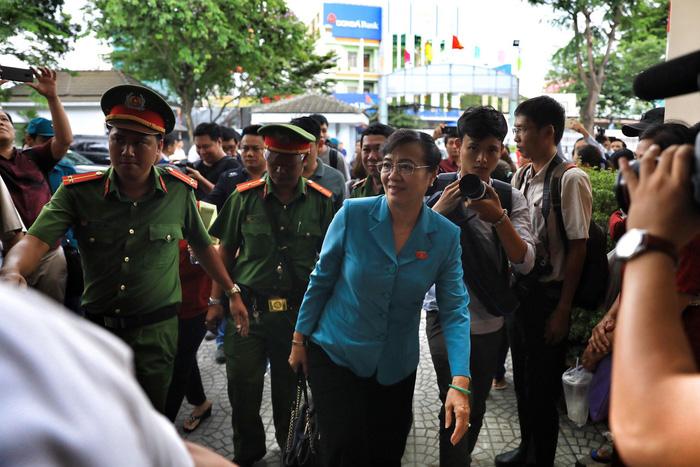 Hàng trăm cử tri Thủ Thiêm dự tiếp xúc với Bí thư Nguyễn Thiện Nhân - Ảnh 4.