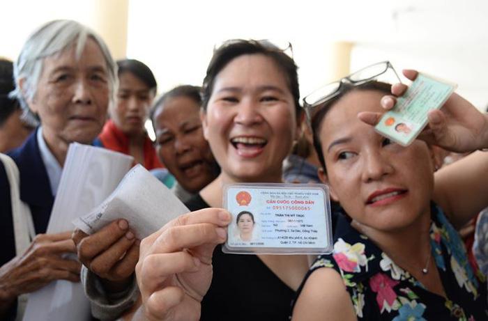 Hàng trăm cử tri Thủ Thiêm dự tiếp xúc với Bí thư Nguyễn Thiện Nhân - Ảnh 1.