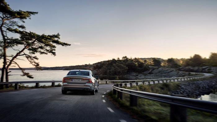 Volvo S60 2019 trình làng tại Mỹ, giá 35.800 USD - Ảnh 5.