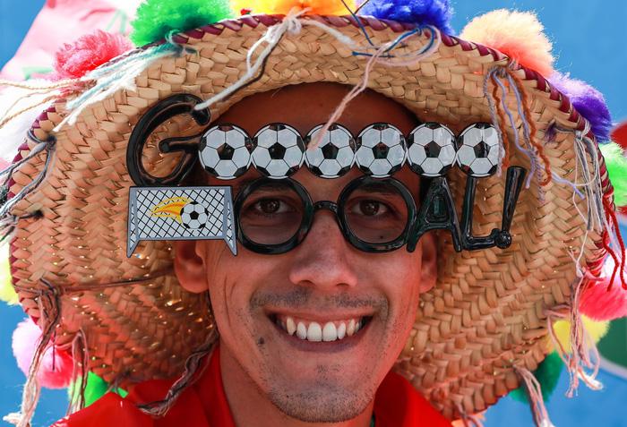 Fan World Cup ấn tượng với khuôn mặt nhiều sắc màu - Ảnh 11.