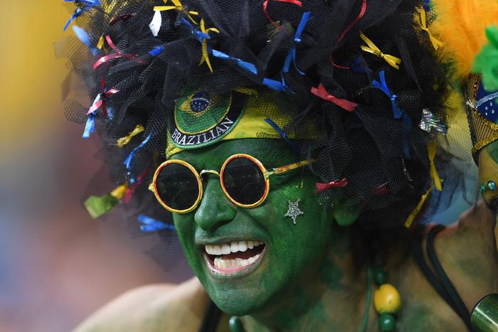 Fan World Cup ấn tượng với khuôn mặt nhiều sắc màu - Ảnh 19.