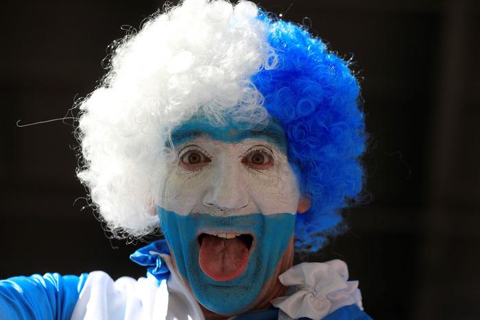 Fan World Cup ấn tượng với khuôn mặt nhiều sắc màu - Ảnh 3.